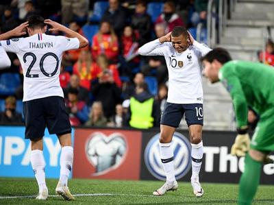 Francia se recupera con goleada sobre Andorra