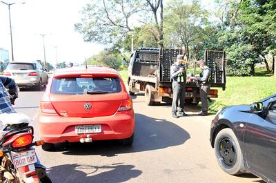 Agentes de la Patrulla Caminera y la Policía salen a facturar de día y de noche en CDE