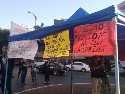 Piden la prisión para el clan Zacarías con una manifestación