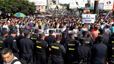 CDE: explanilleros causan disturbios frente a Municipalidad