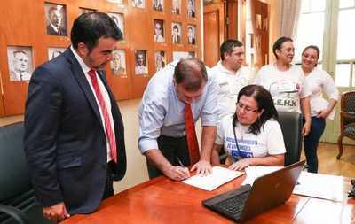 Hacienda establece mesa de trabajo para analizar pedido de gremios de enfermeros