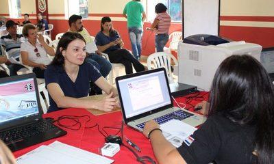 Brindan charlas sobre regularización migratoria a estudiantes extranjeros en Ciudad del Este