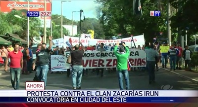 Esteños se movilizan en contra de clan Zacarías y crisis económica