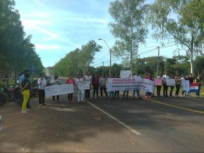 Enfermeras sin trabajo bloquearon la ruta V
