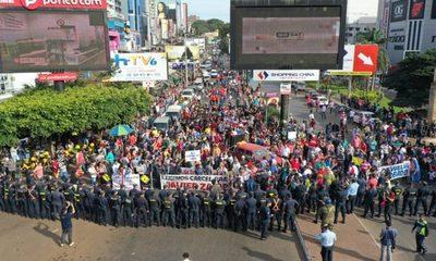 CÁRCEL PARA ZACARÍAS  Exigen manifestantes en jornada de   protesta que otra vez afectó al comercio