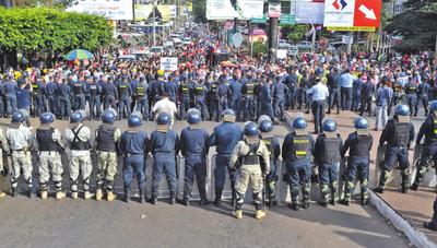 Bloquean paso fronterizo en el Este  para exigir cárcel para Zacarías Irún