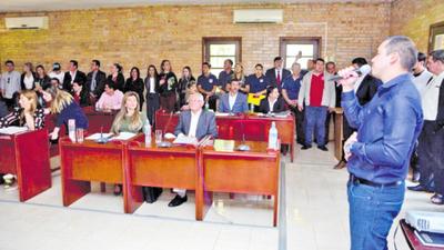 Prieto propone trabajar con los 12 concejales