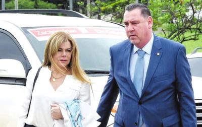 Sandra McLeod ocultó deudas superiores a G. 300.000 millones