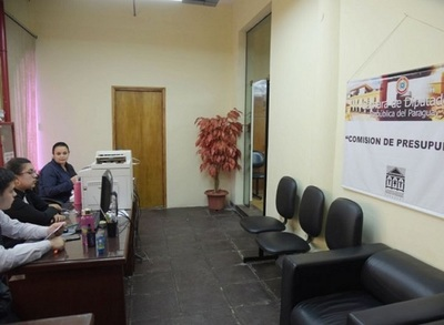 Una oficina de Diputados alberga a cinco directores