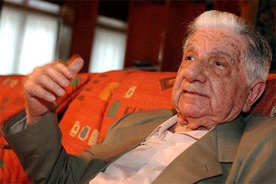 El genio literario Augusto Roa Bastos cumpliría hoy 102 años