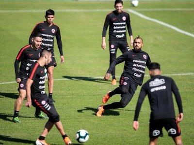 Chile entrena con la única baja de Nicolás Castillo