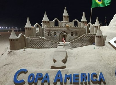 Juliano Gómez construye la Copa América con arena