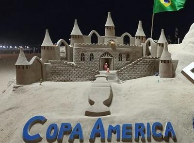 Juliano Gómez hace arte y muestra los colores de la Copa América
