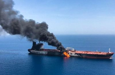 Ataque a dos buques cisterna dispara la tensión en el Golfo Pérsico