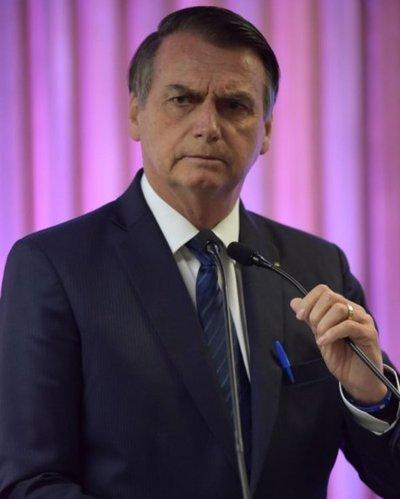 Bolsonaro se disculpa con diputada a quien dijo que no merecía ser violada