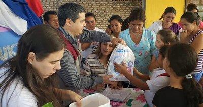 Entregan kits de higiene personal a niñas y mujeres damnificadas