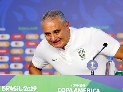 """Tite: """"De Neymar se habla más fuera que dentro de la selección"""""""