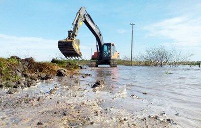 En Tacuaras, vecinos ayudan al MOPC para rehabilitar el camino