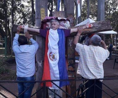 Hurrero se crucifica