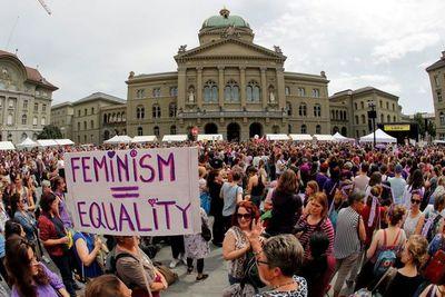 Las mujeres salen a la calle en Suiza para reclamar igualdad salarial