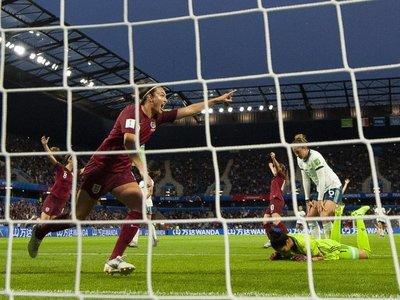 Un gol de Taylor fulmina a Argentina