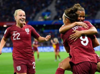 Inglaterra hace lo necesario y vence con lo justo a Argentina