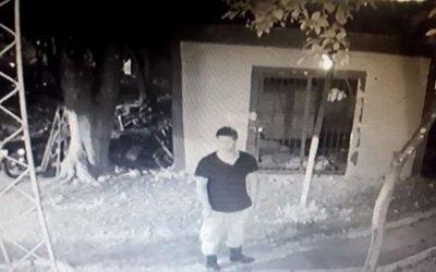 Fiscalía libera a un policía filmado robando una moto de su comisaría