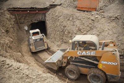 Rescatan en mina de Chile a un obrero vivo, otro muerto, y buscan al tercero