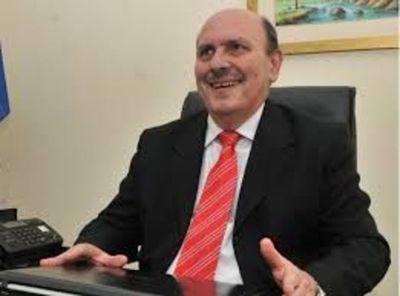 El jurista Lineo Insfran es uno de los candidatos neutrales para la Corte