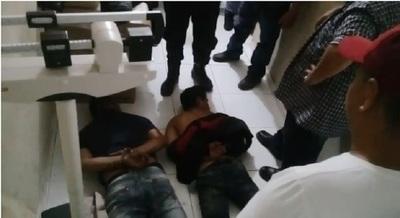 Padre e hijo fallecen tras violento asalto en Puerto Casado