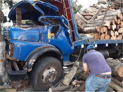 Caacupé: Accidente de camión deja dos hombres heridos