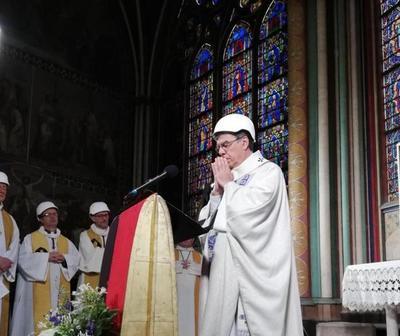 Celebraron con cascos la primera misa en Notre Dame tras el incendio