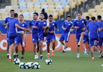 La selección paraguaya pisa el césped del Maracaná