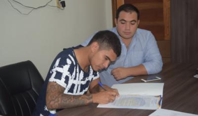 HOY / Vuelve tras una fugaz paso en el fútbol chileno