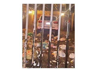 En Ciudad del Este escrachan a juez que blanqueó al clan ZI