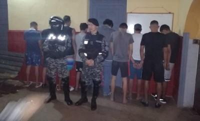 Detienen a más de 20 jóvenes tras allanamiento en refugio