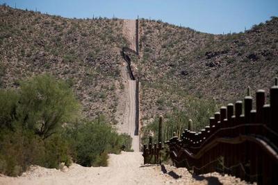 México detiene a 791 migrantes indocumentados que viajaban en cuatro camiones