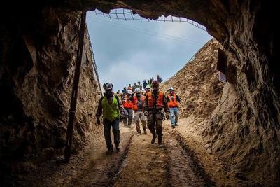Chile: Un minero rescatado, uno muerto y otro sigue desaparecido tras derrumbe