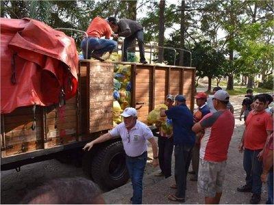 Itapúa entrega millonario aporte a damnificados de Ñeembucú