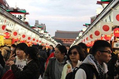 Ola turística en Japón