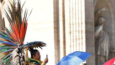 Vaticano podría ordenar hombres casados y mujeres para Amazonia