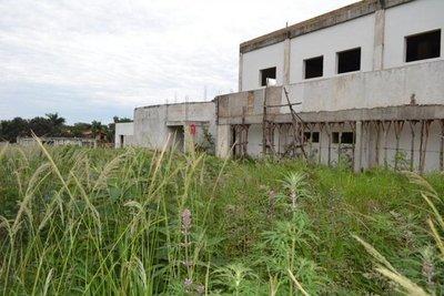 Obra de IPS está paralizada en San Juan Bautista