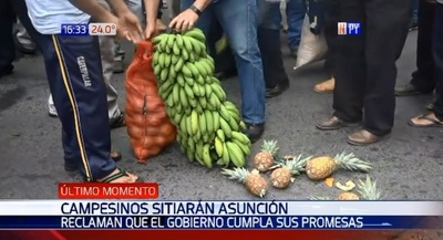 Campesinos acampan en plena calle de microcentro de Asunción