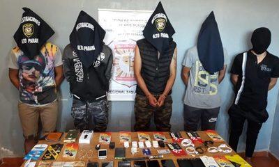 Detienen a hombres vinculados en asalto a local comercial y recuperan celulares