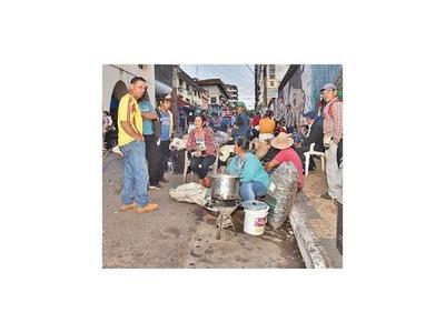 Campesinos acampan frente al MAG en reclamo de promesas