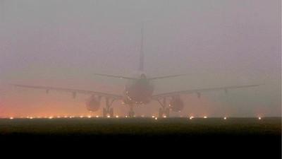 Vuelos retrasados y desviados por niebla