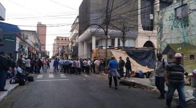 Campesinos e indígenas llegan a la capital denunciando incumplimiento del Estado