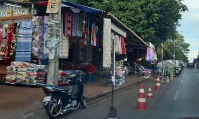 Comerciantes se adueñan de la calle