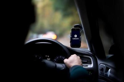 Joven que trabaja de Uber supuestamente fue acorralado por taxistas