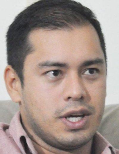 Prieto denuncia a McLeod por cobro ilegal de impuesto